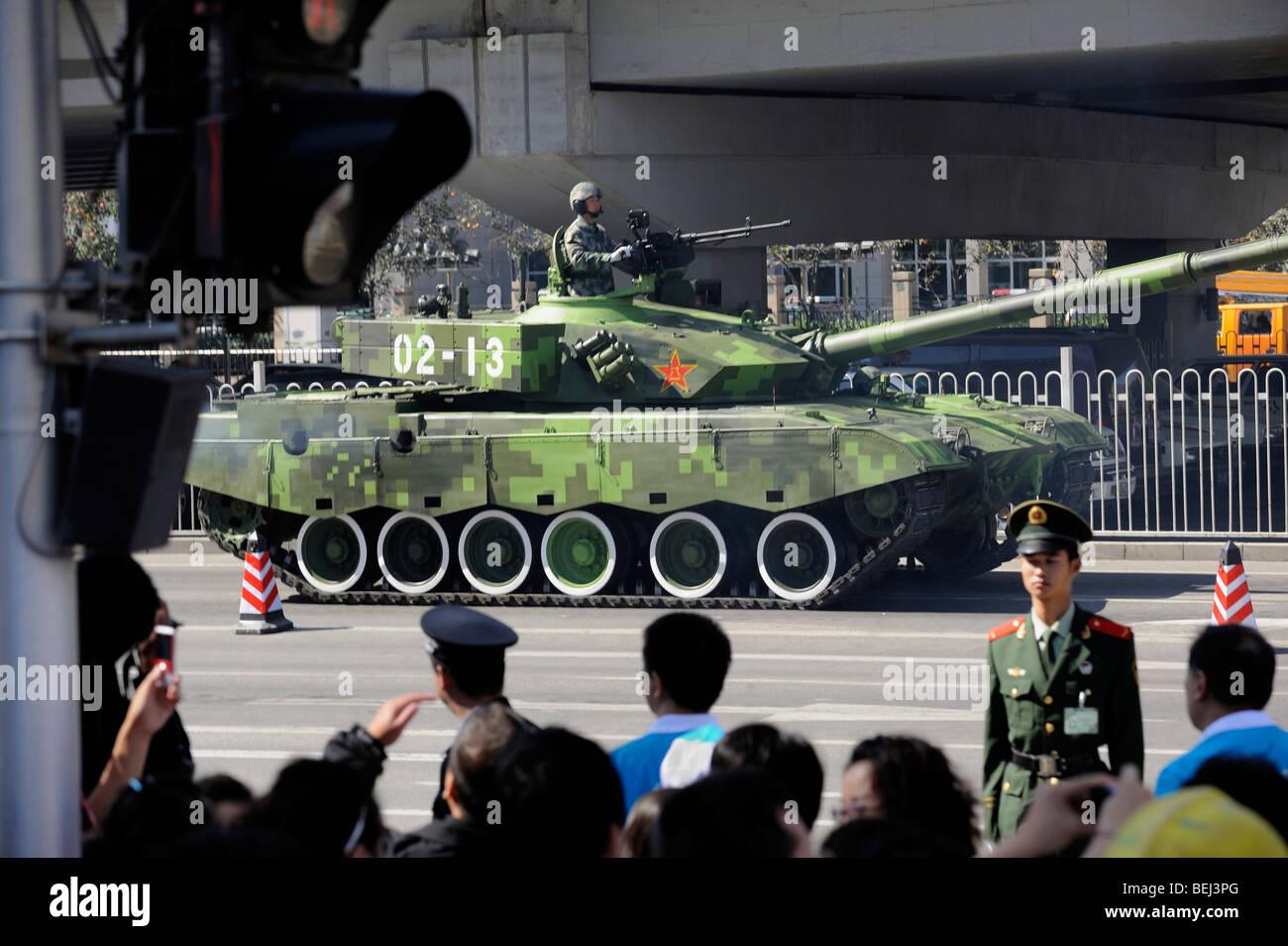 Tanques militares, 99A abandonar el desfile marcado China del 60° aniversario de la fundación de la República Imagen De Stock