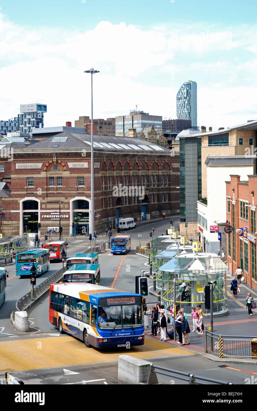 Los autobuses en el centro de Liverpool, Merseyside, Inglaterra, Reino Unido. Imagen De Stock