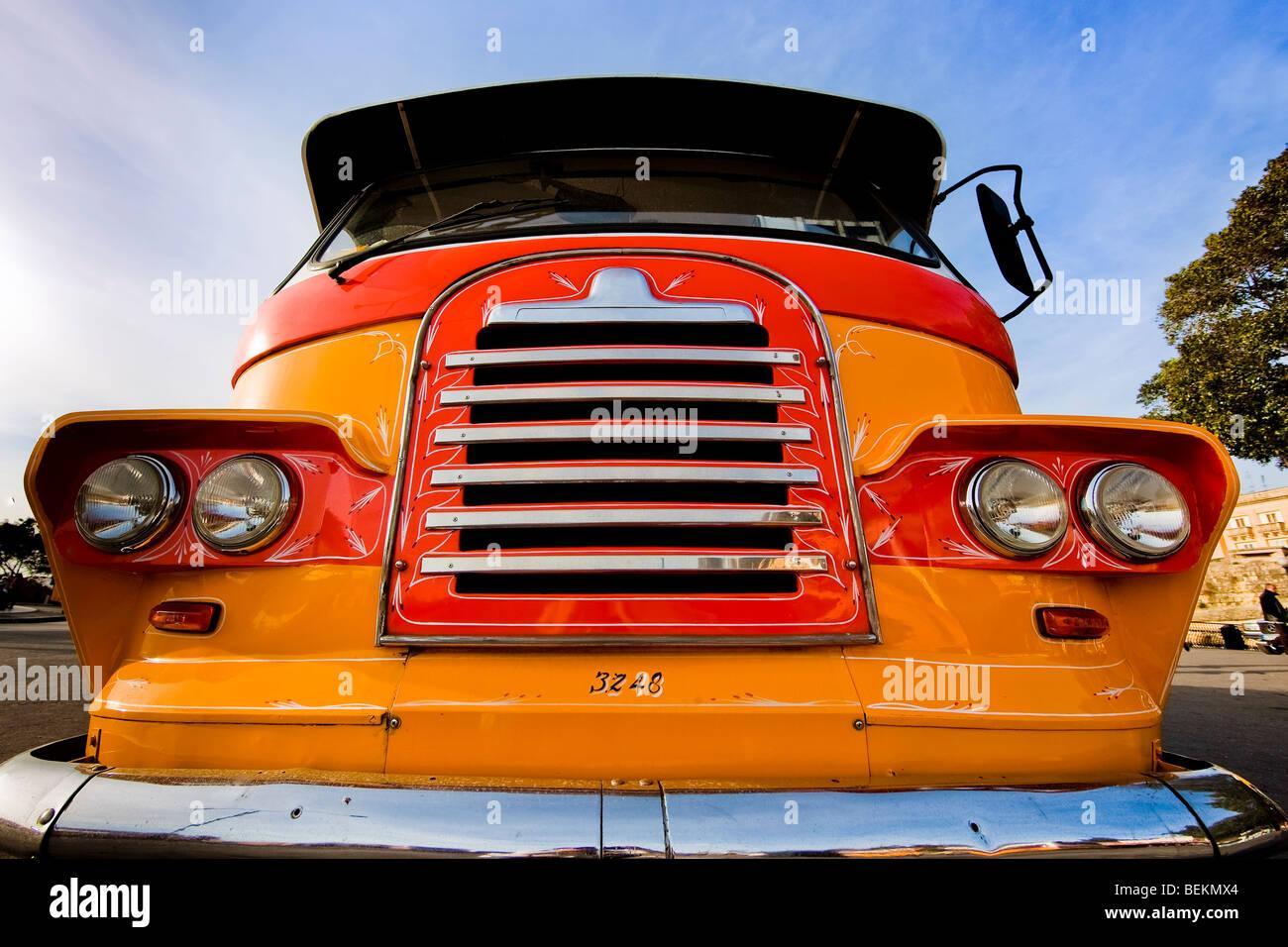 A la vieja usanza rejilla retro de colorido bus Imagen De Stock