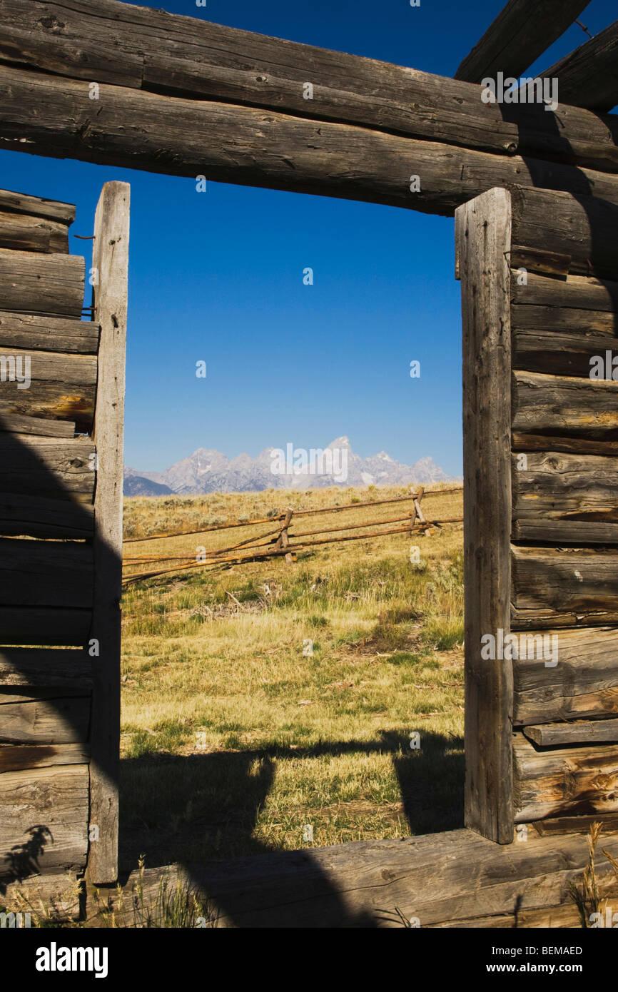 Wooden Windows Imágenes De Stock & Wooden Windows Fotos De Stock - Alamy