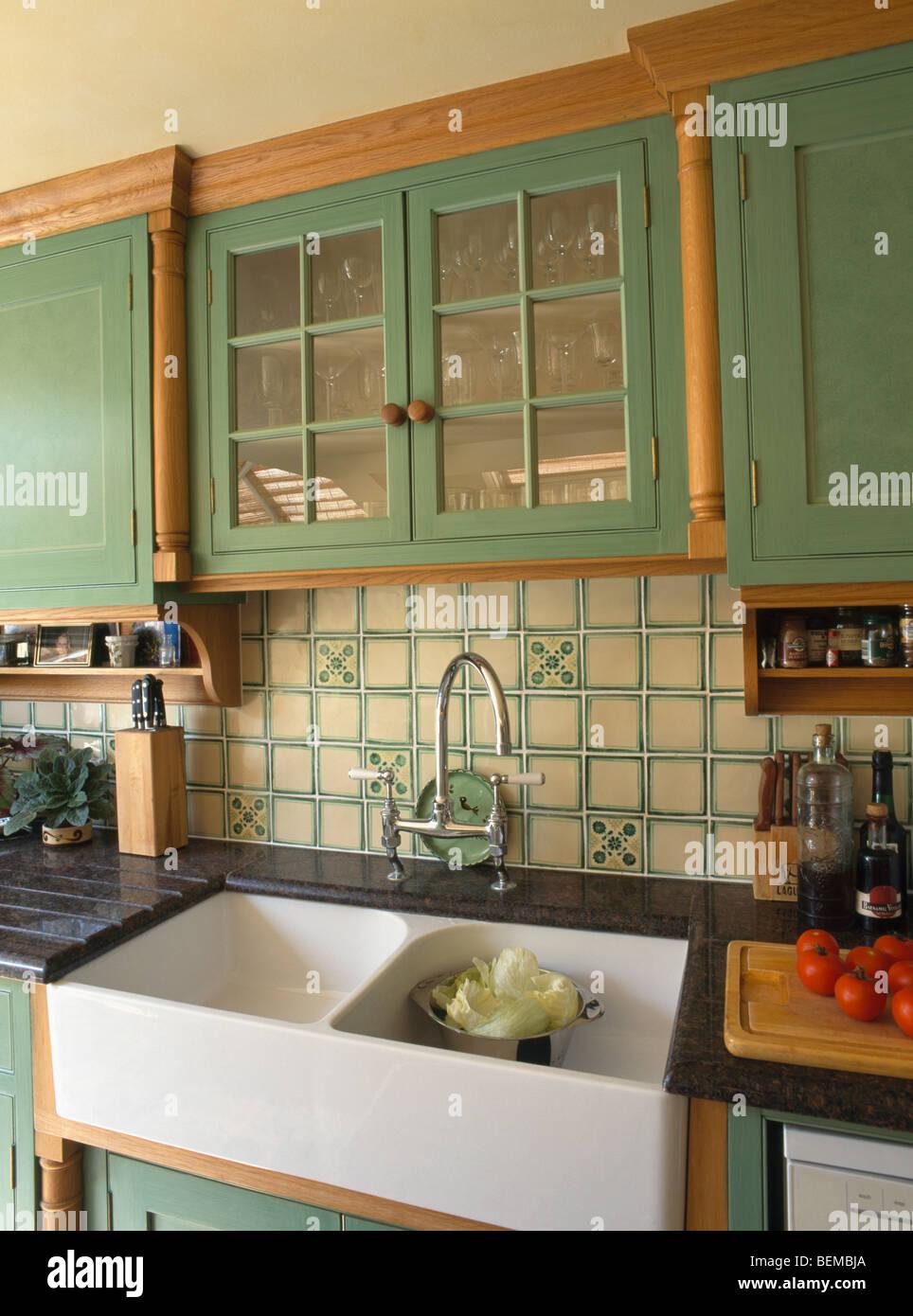 Interiors Traditional Green Kitchens Imágenes De Stock & Interiors ...