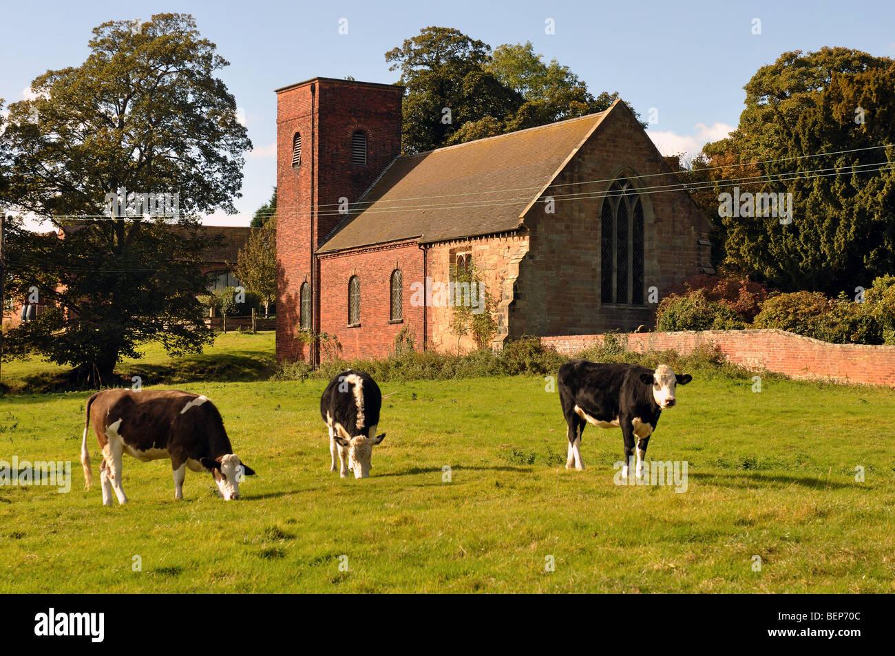 La Iglesia de San Bartolomé, despedida, Staffordshire, Inglaterra, Reino Unido. Imagen De Stock
