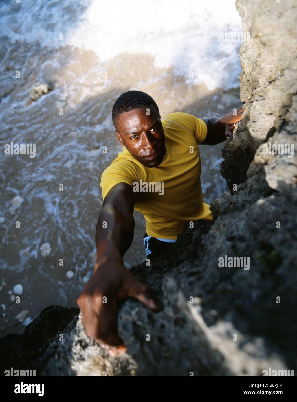 La escalada en roca, Okinawa, Japón Imagen De Stock