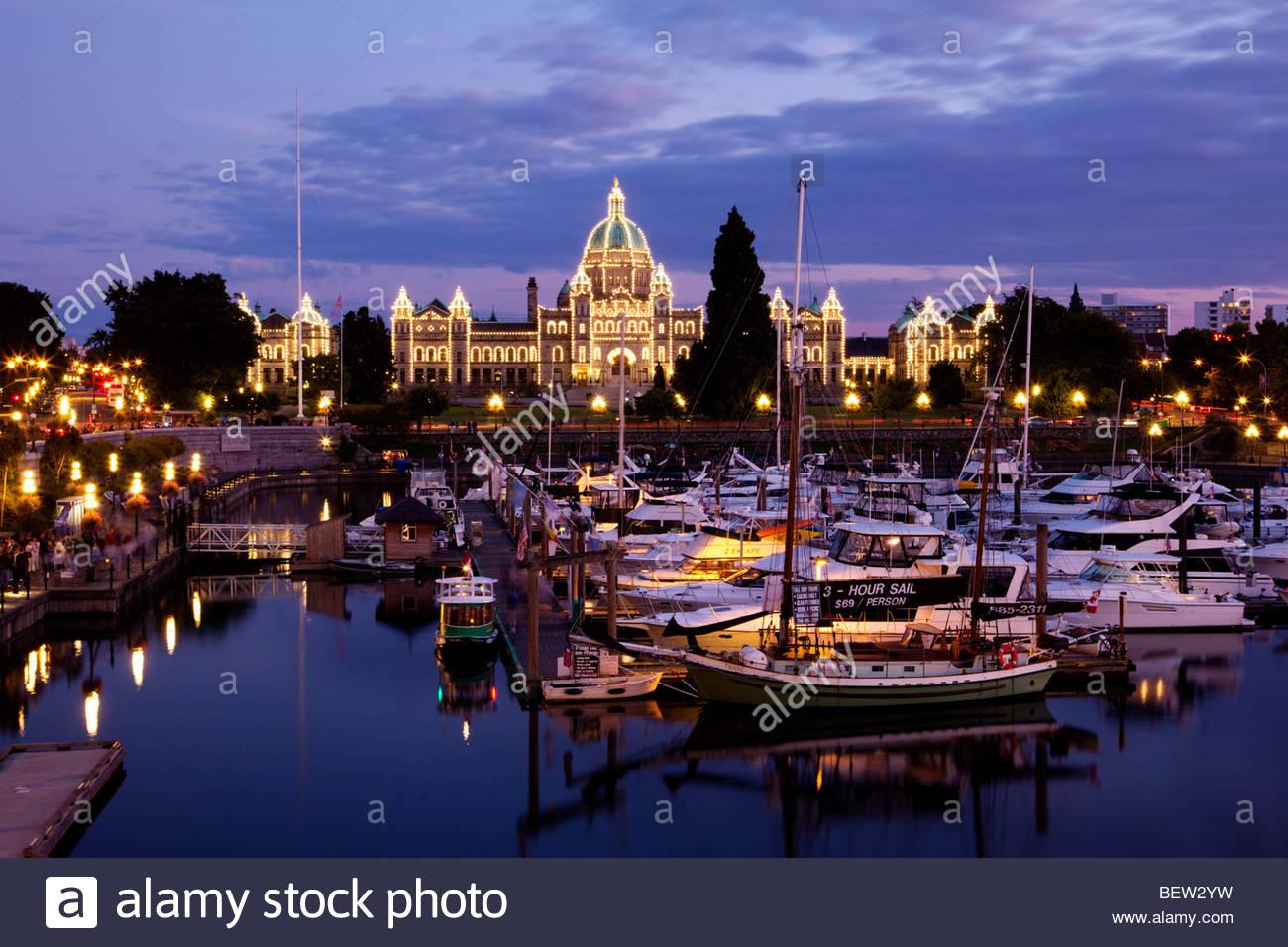 Las luces, el edificio del Parlamento de Victoria, British Columbia Foto de stock