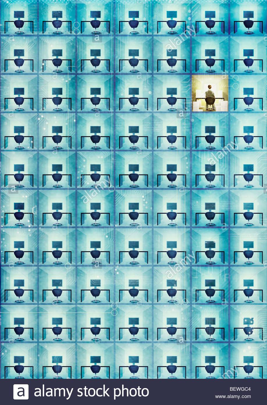 Empresario solitario en armario de oficina Imagen De Stock