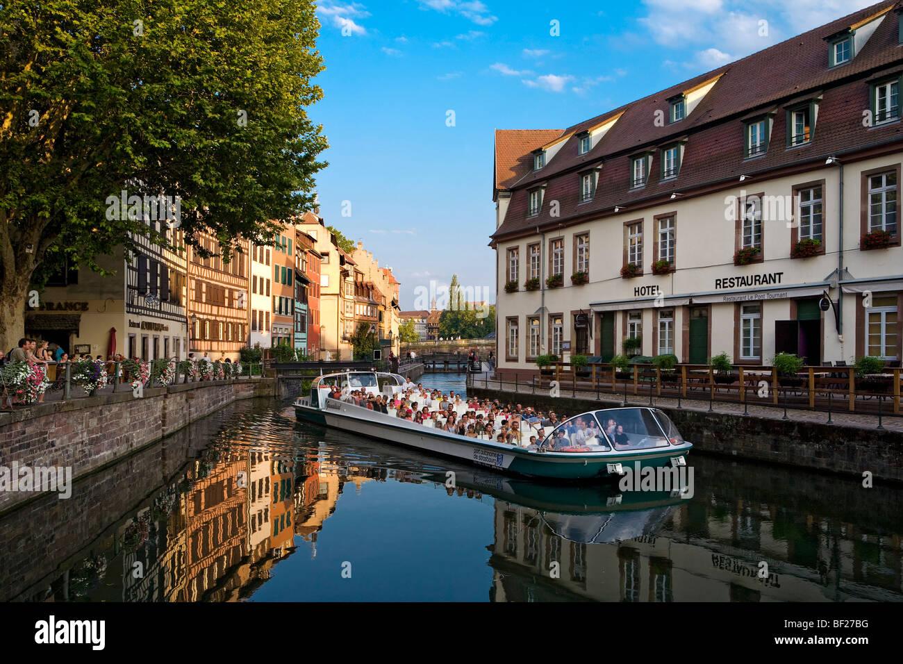 Viaje en barco por el río, el barrio de La Petite France, Estrasburgo, Alsacia, Francia Imagen De Stock