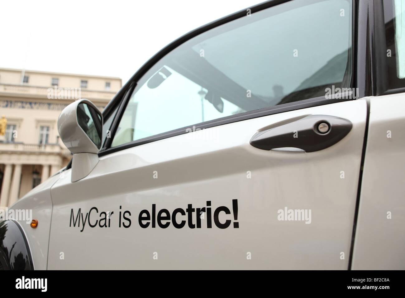 Mi coche coche eléctrico estacionado en Londres de Pall Mall. Imagen De Stock