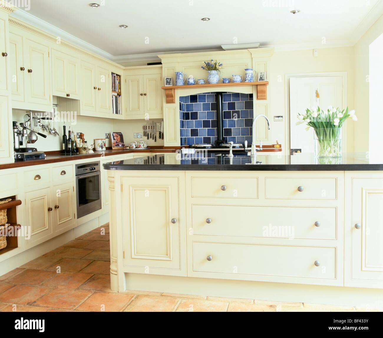 Interiors Traditional Kitchens Island Units Imágenes De Stock ...