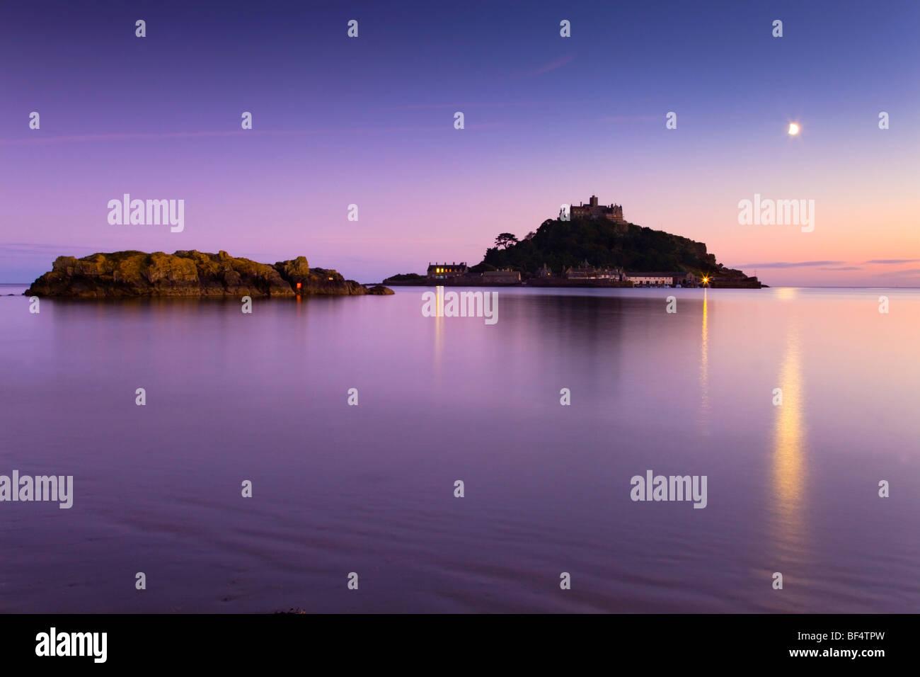 St Michael's Mount al atardecer; Marazion; Cornwall Imagen De Stock