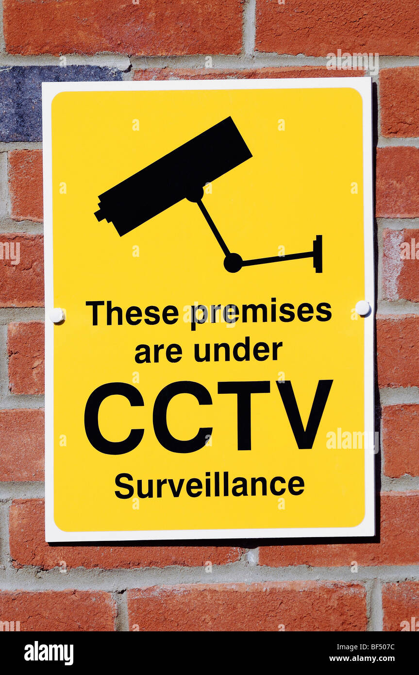 Cámara de seguridad CCTV Signo de advertencia de que la vigilancia CCTV está operando en la zona. Foto de stock