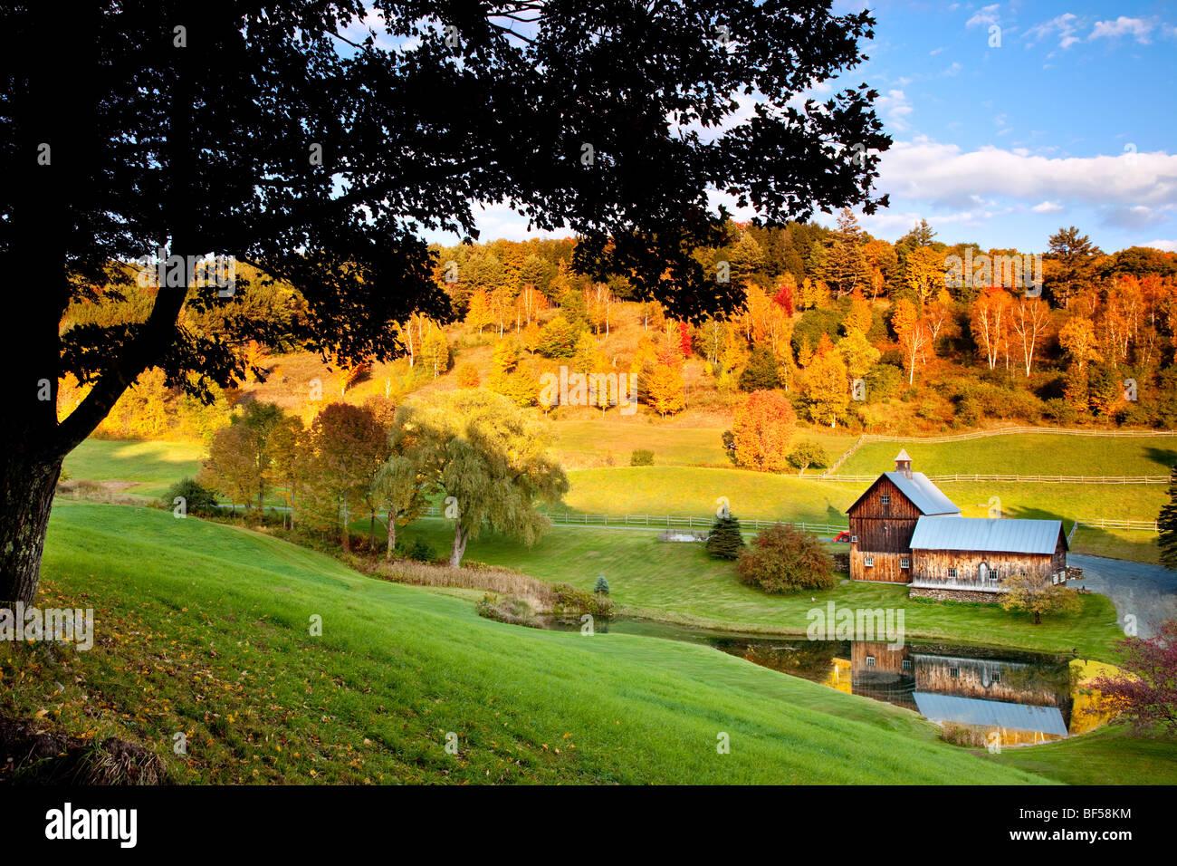 Hermoso Sleepy Hollow Farm en otoño de Woodstock, Vermont, EE.UU. Imagen De Stock