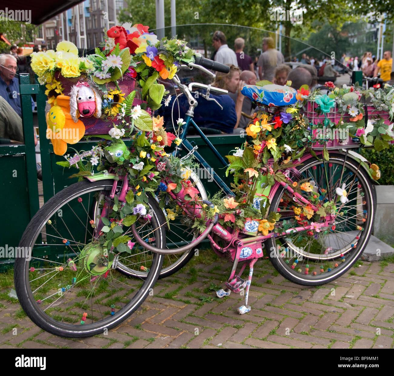 Holanda en bicicleta Bicicleta ciclo flores holandesas de color Imagen De Stock