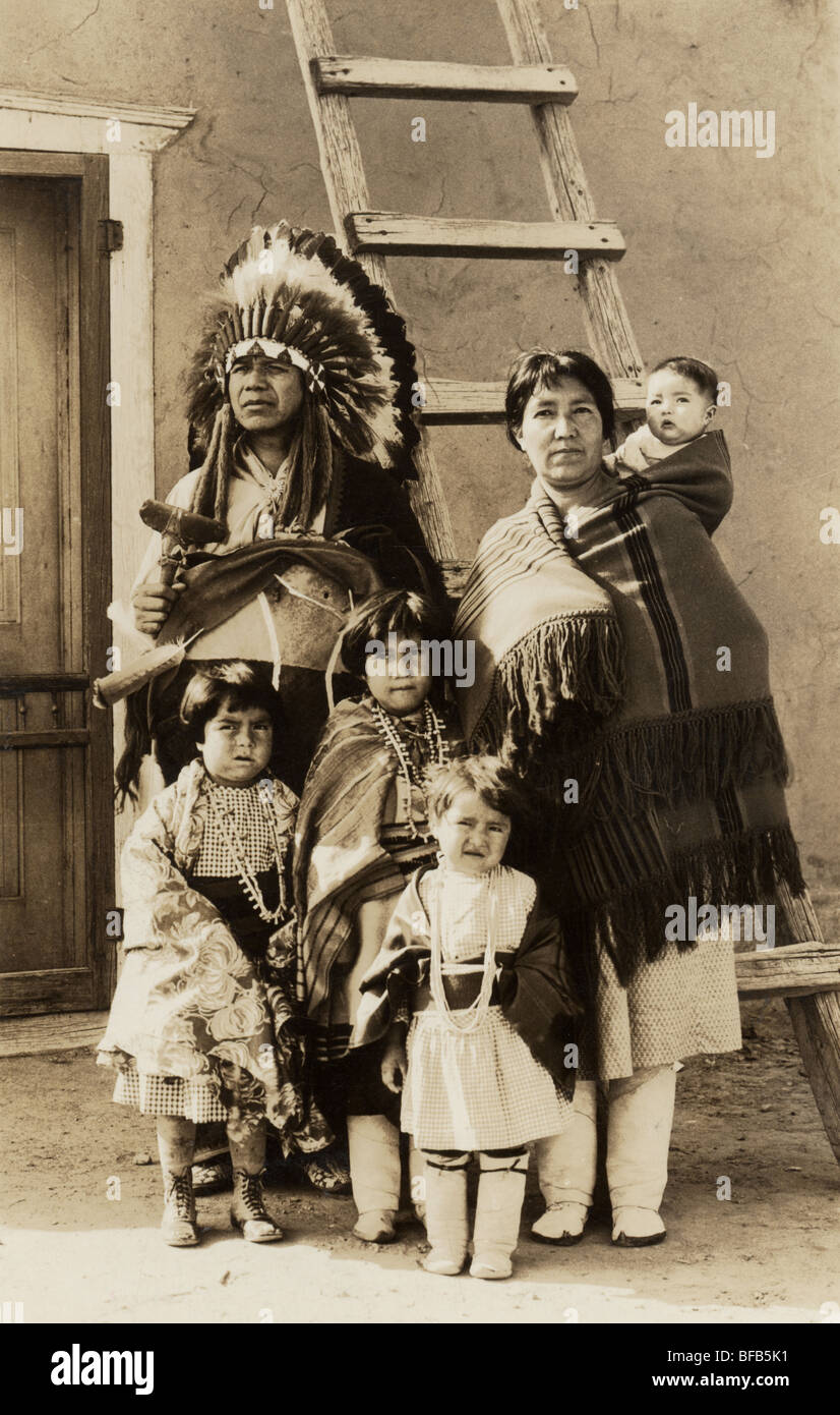 Los Indios Americanos Nativos de familia con cuatro hijos Imagen De Stock b35a1ad0cee0