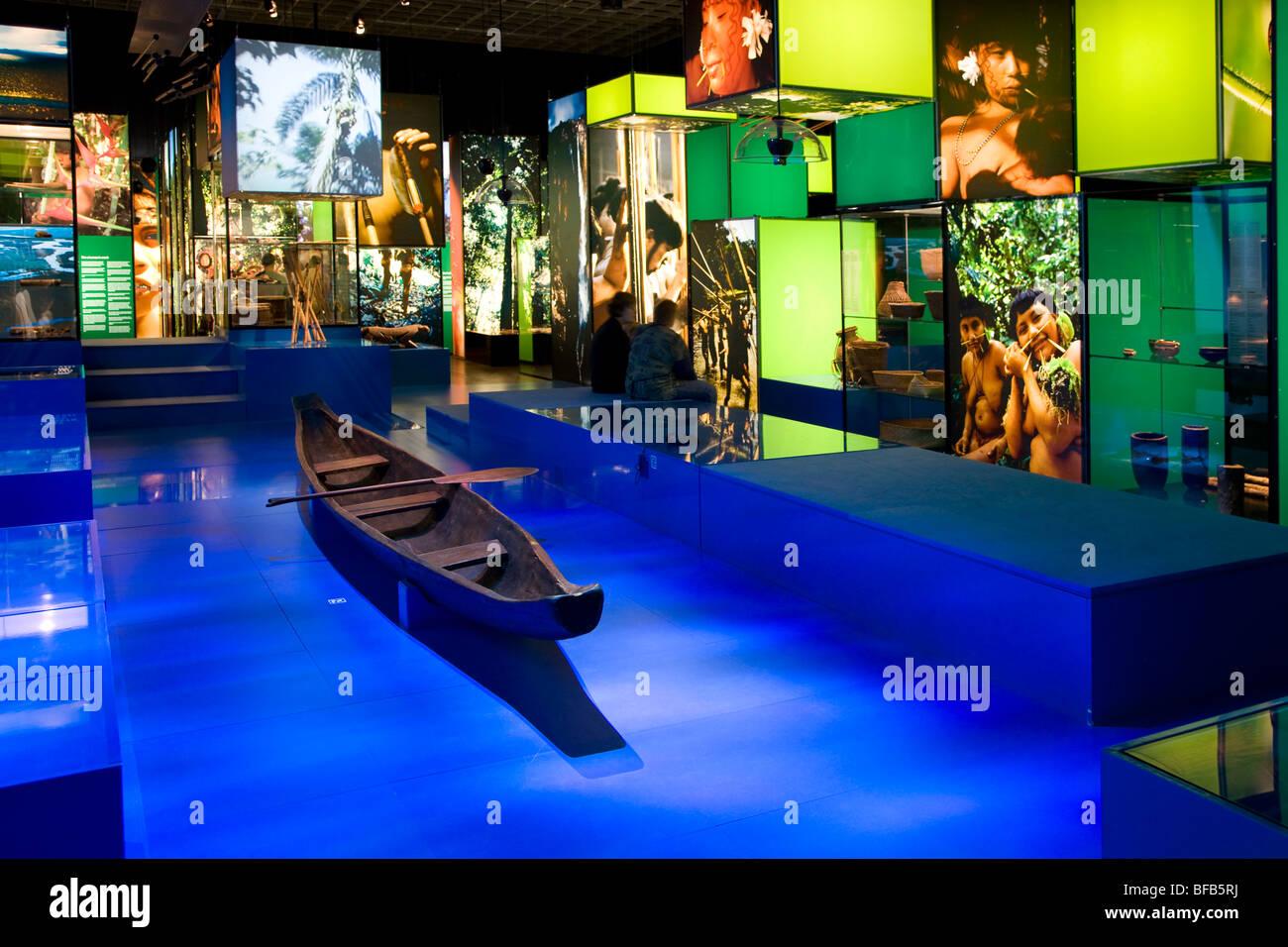Exposición sobre los indios de la selva en el Museo Nacional de Dinamarca en Copenhague Foto de stock
