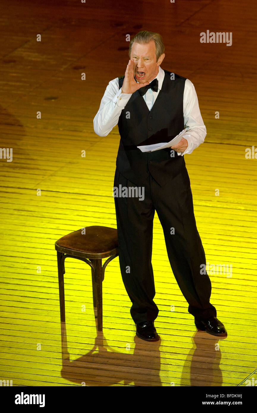 Michael York como recitador en el melodrama Enoch Arden, cadenas de Festival Internacional de Música de Otoño Imagen De Stock
