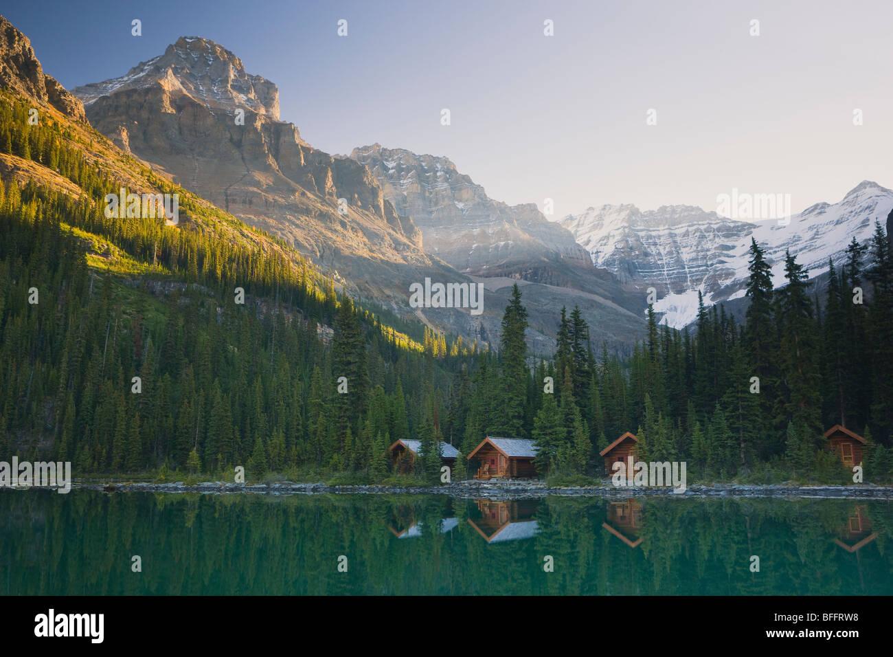 Lago O'Hara cabañas, Parque Nacional Yoho, British Columbia, Canadá Foto de stock