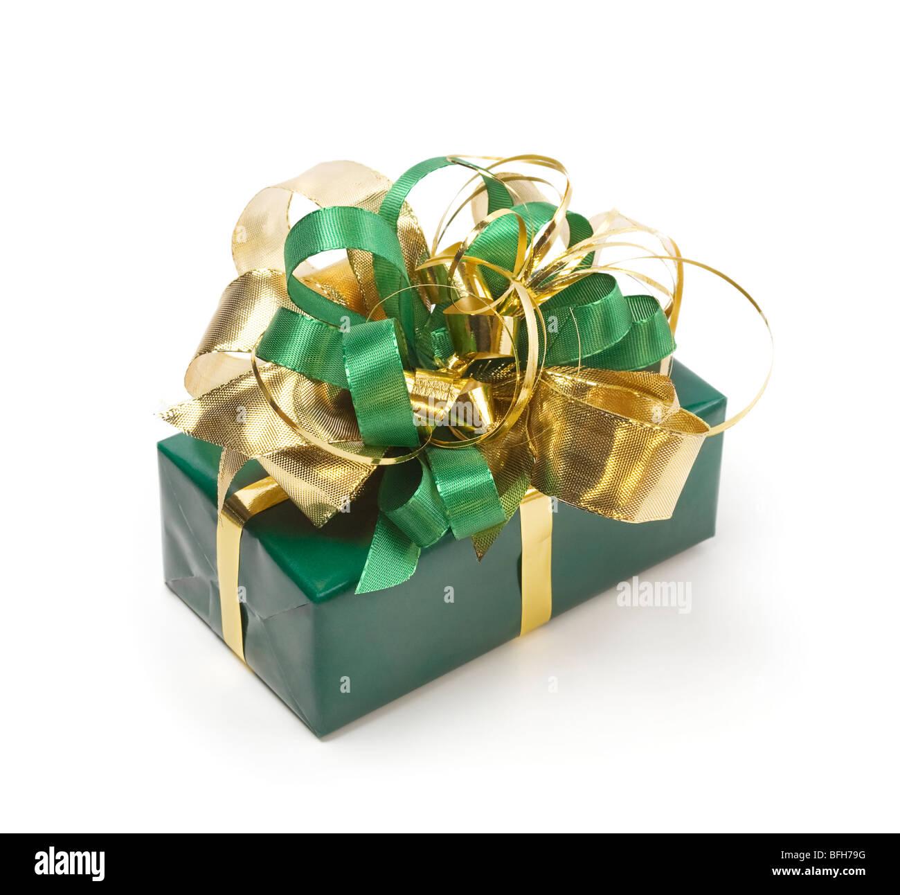 Presente verde con verde y cintas de oro Imagen De Stock
