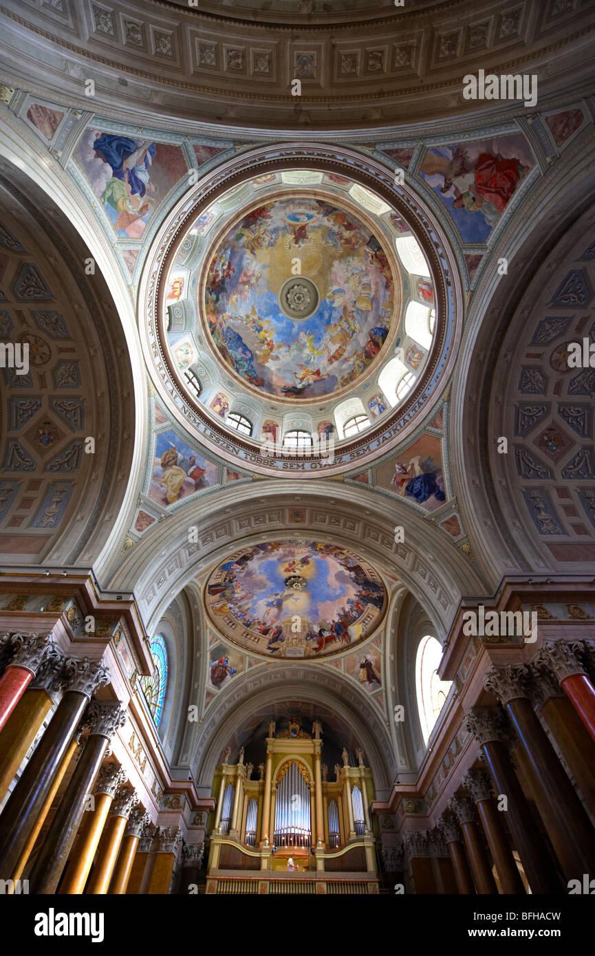 Interior de la Basílica Neo Clásica, Eger Hungría Imagen De Stock