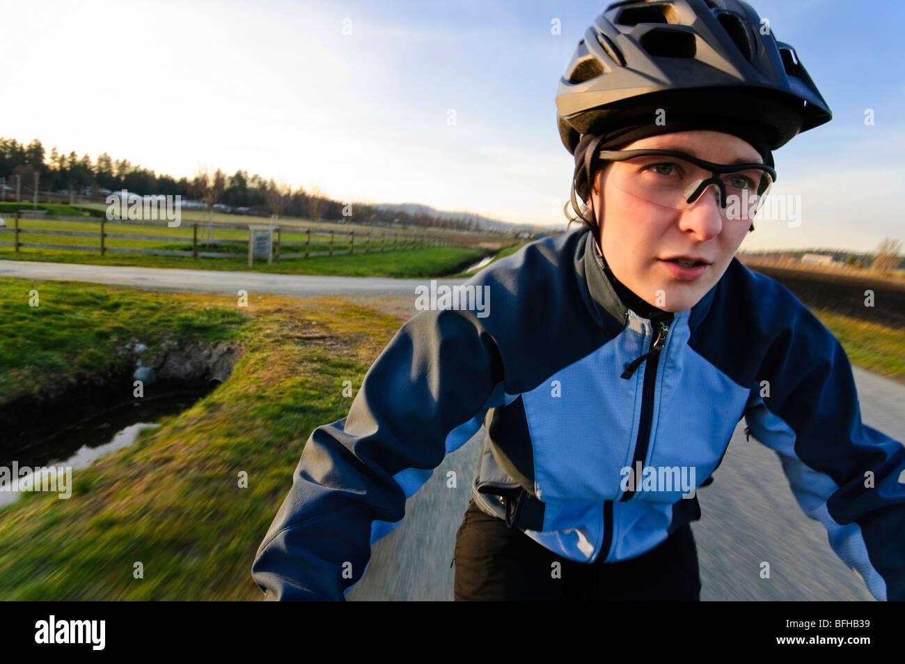 POV imagen de un ciclista femenina, Victoria BC. Foto de stock