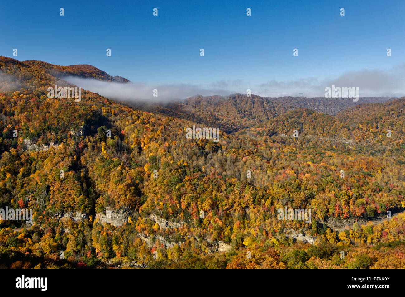 Colores del Otoño en los descansos Interstate Park en Virginia y Kentucky Foto de stock