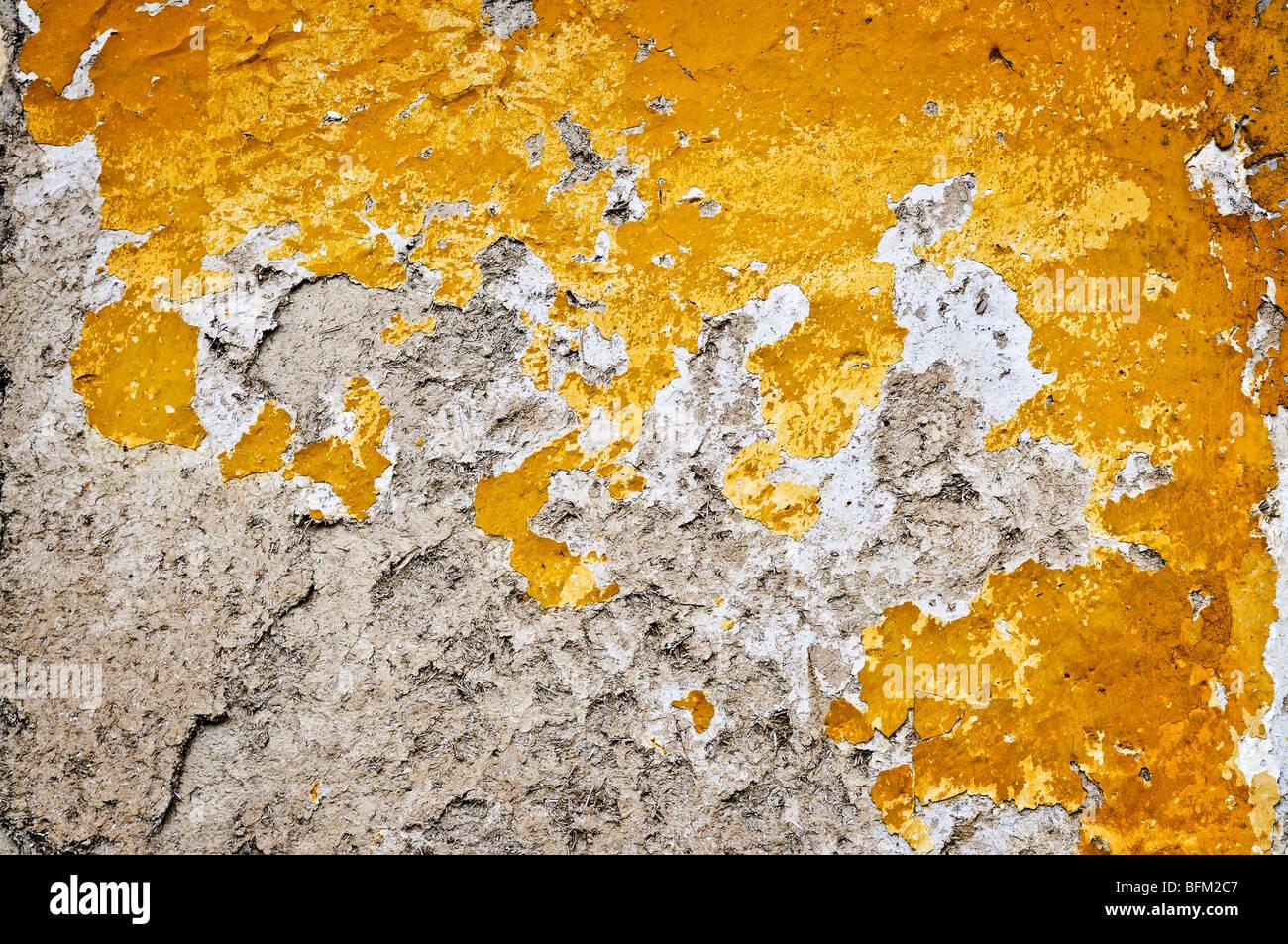 Antiguo soportó la pintura en la pared de fondo grunge Imagen De Stock