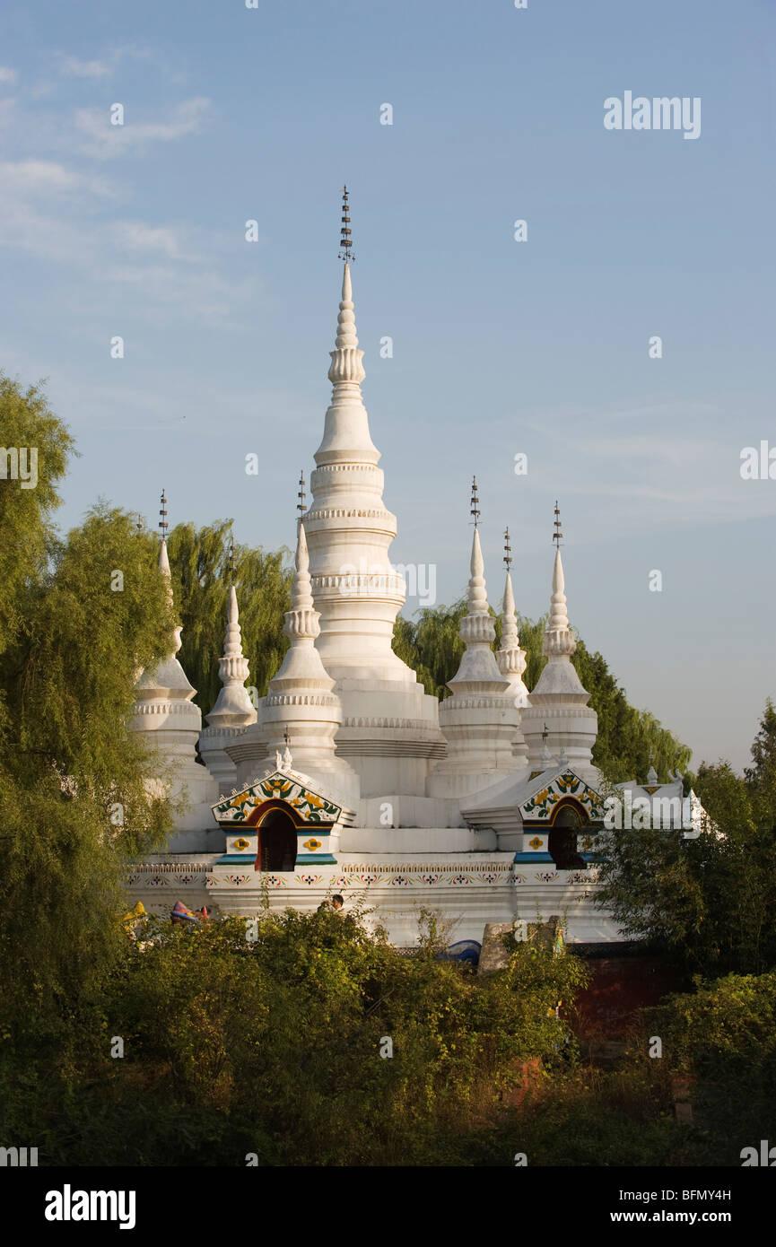 China, Beijing, Minorías Étnicas Park, una copia de una pagoda de estilo de Yunnan Imagen De Stock