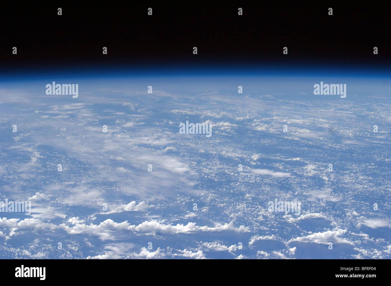 Vista horizonte oblicua de la atmósfera de la tierra. Imagen De Stock