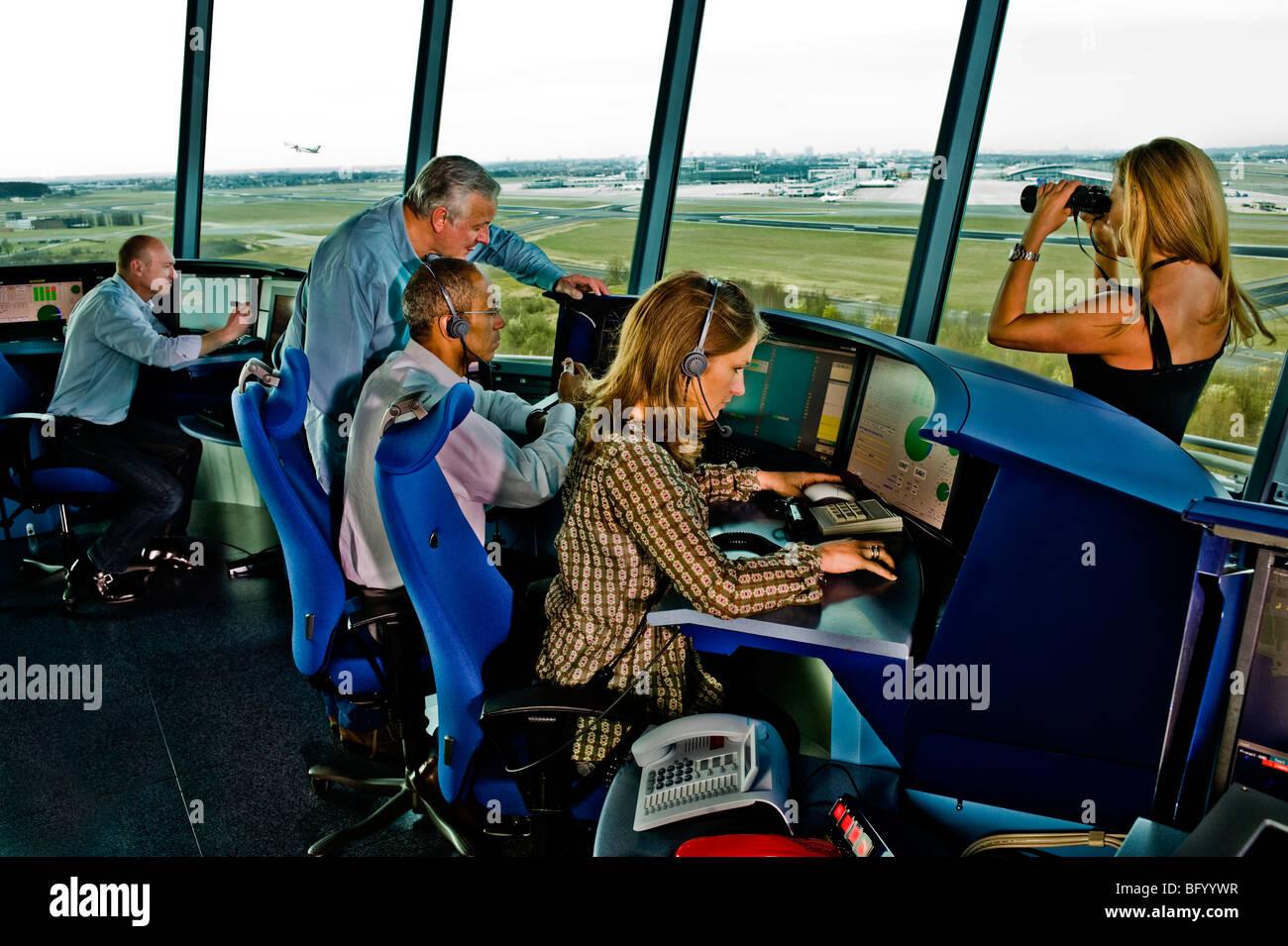 Torre de control del aeropuerto Foto de stock