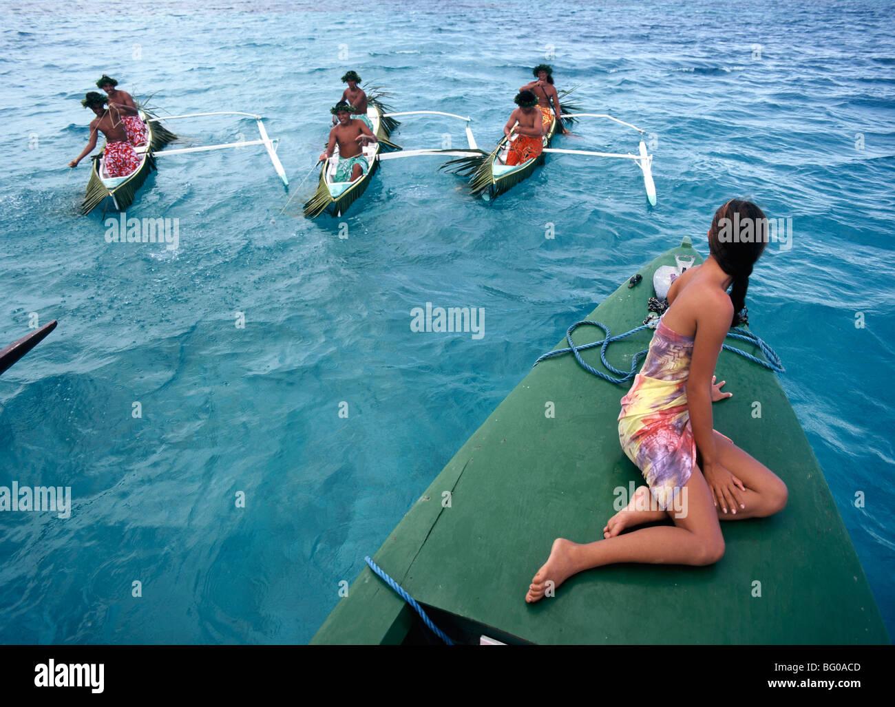 Barcos de pesca, Bora Bora, Islas Sociedad, Polinesia Francesa, el Pacífico Foto de stock