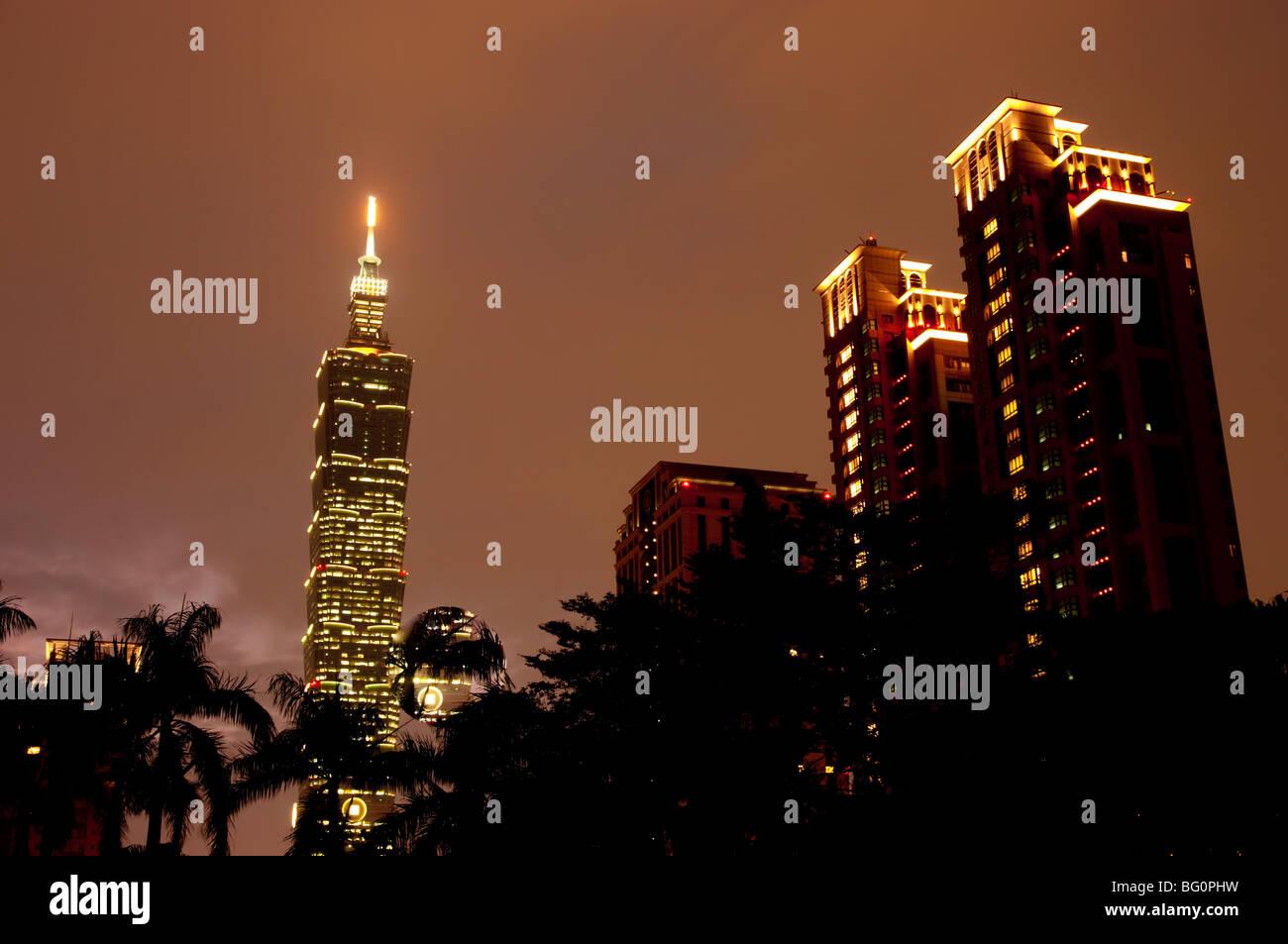 Al atardecer Taipei 101, Taipei, Taiwán, Asia Imagen De Stock
