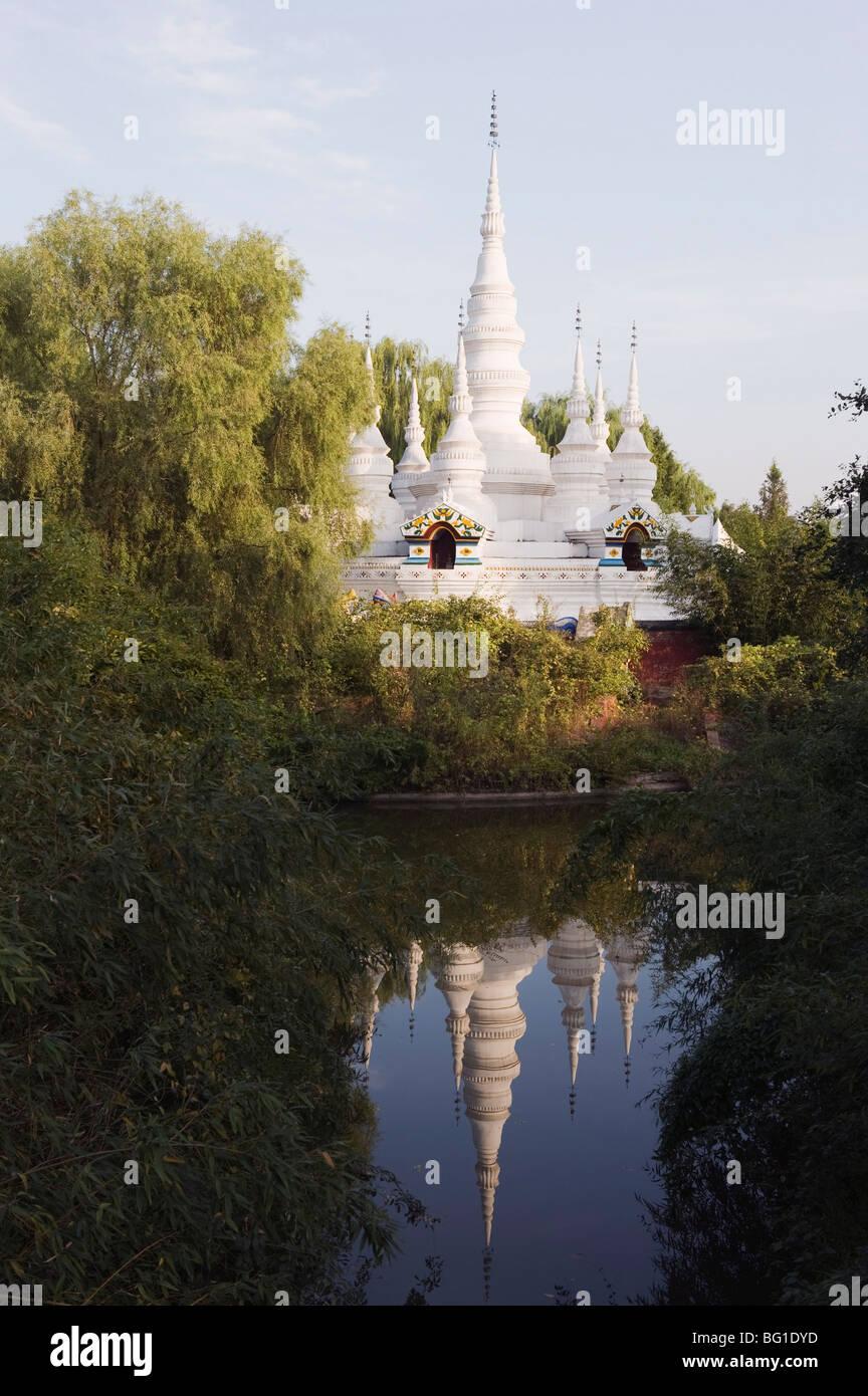 Una pagoda de estilo de Yunnan en el Parque de las minorías étnicas, Pekin, China, Asia Imagen De Stock