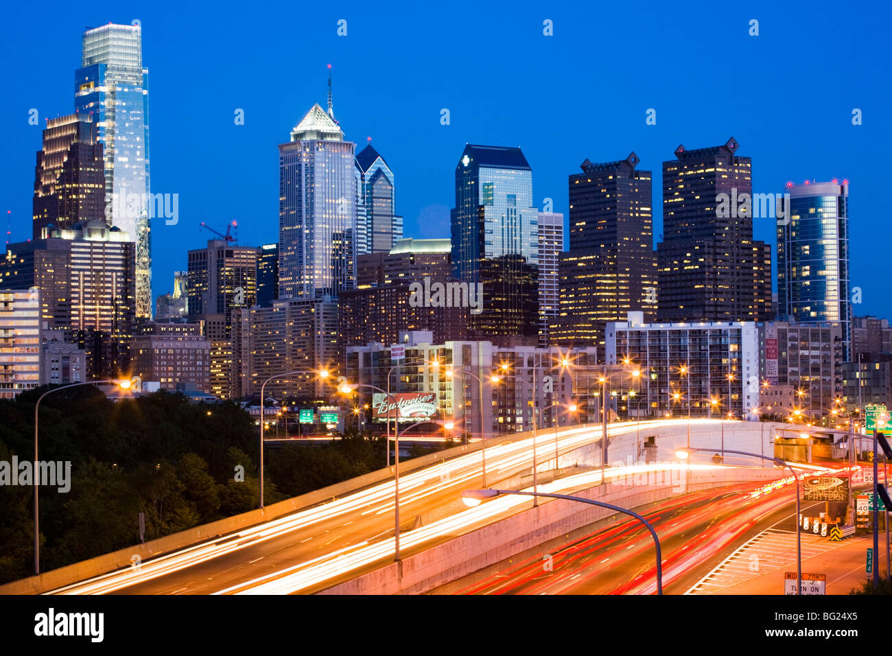 Anochecer skyline de Filadelfia, Pennsylvania Foto de stock