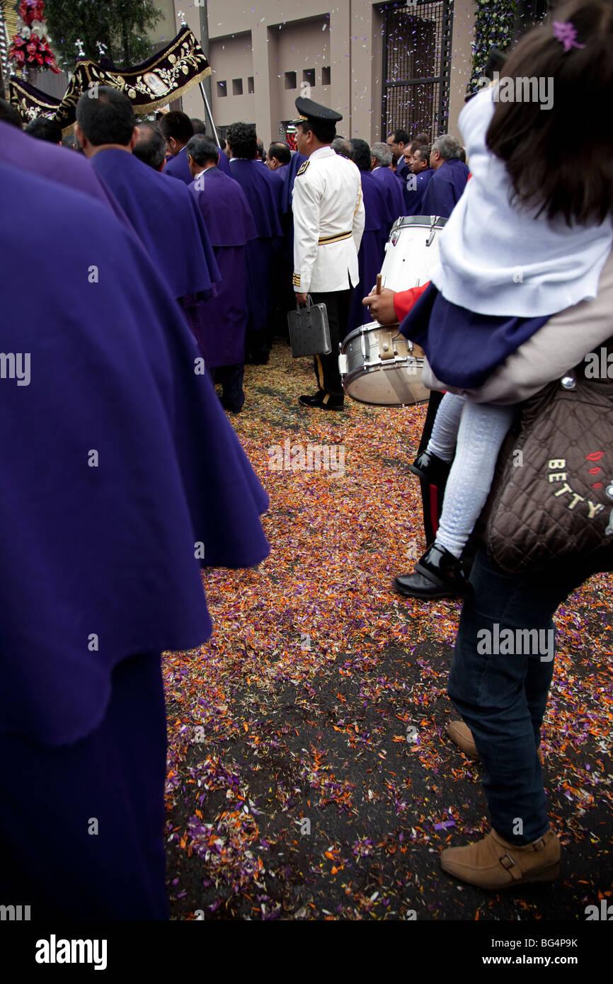 El Senor de Milagros, o la procesión del Señor de los Milagros, en Lima,  Perú. El festival celebra una venerada imagen de un Cristo Negro Foto &  Imagen De Stock: 27150191 - Alamy