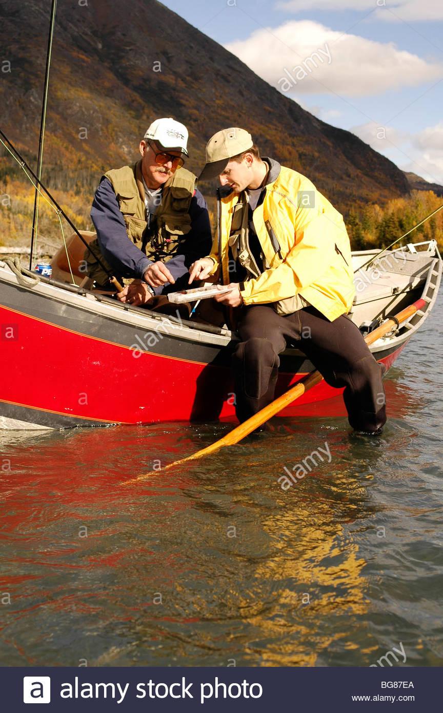 Viaje de pesca con mosca en el río Kenai Imagen De Stock