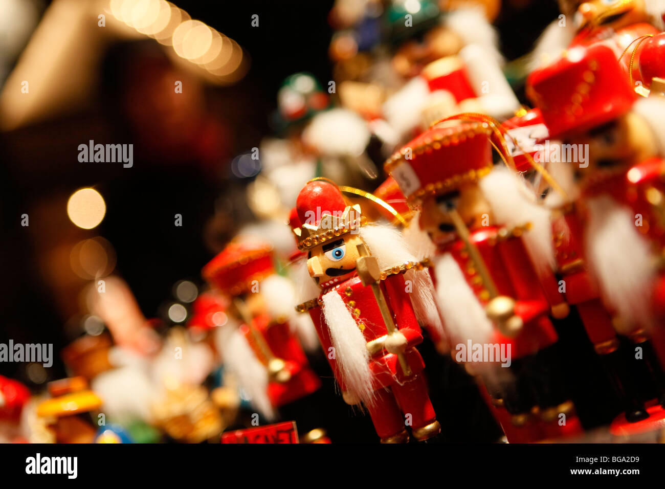 En el mercado alemán en Bimingham City Centre en Navidad. Juguete tradicional hecha a mano. Imagen De Stock
