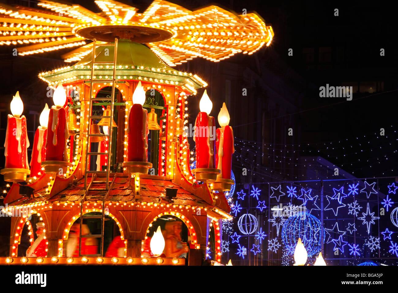 En el mercado alemán en Bimingham City Centre en Navidad. Luces y decoraciones de Navidad. Imagen De Stock