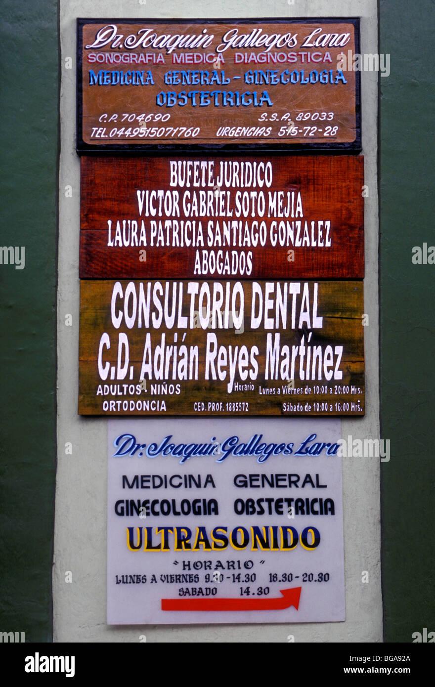Firmar, consultorio médico, consultorios médicos, dentista, oficina oficinas dentales, Oaxaca, Oaxaca de Juárez, Oaxaca, México Foto de stock