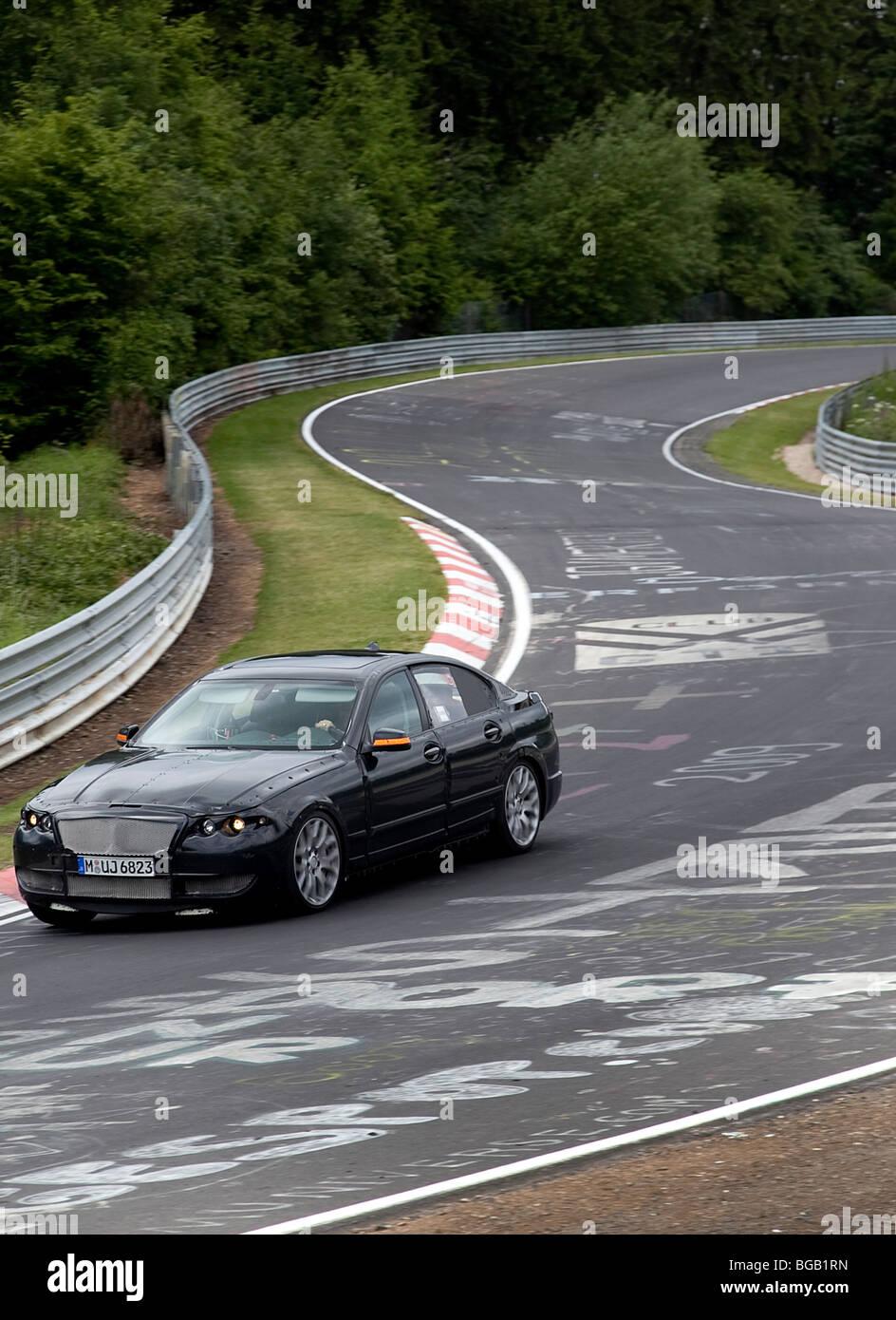 Nuevo modelo de coche de pruebas en la pista de Nurburgring Alemania Imagen De Stock