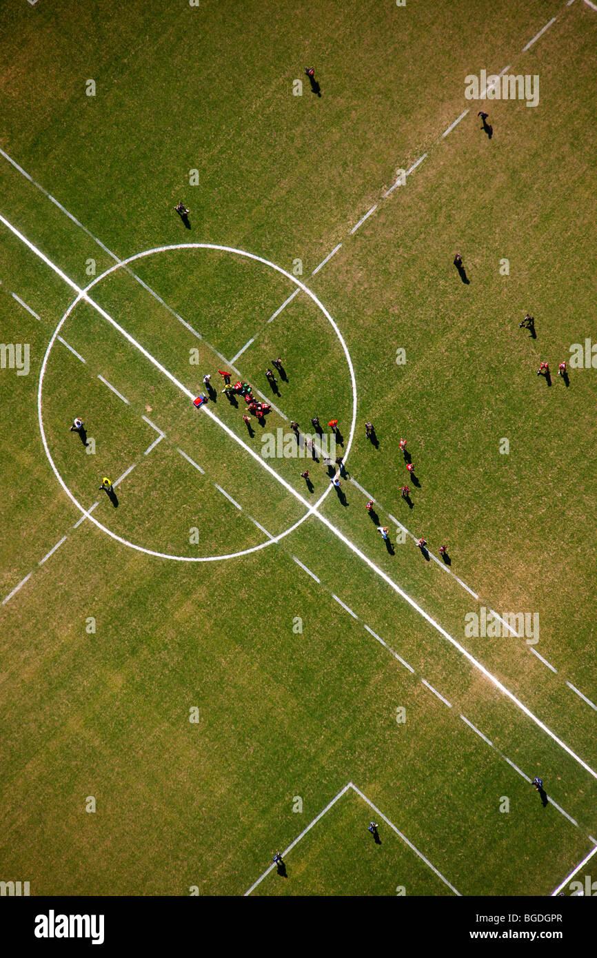 Foto aérea, campo de deportes, Hagen Hohenlimburg, región de Sauerland, Renania del Norte-Westfalia, Alemania, Imagen De Stock