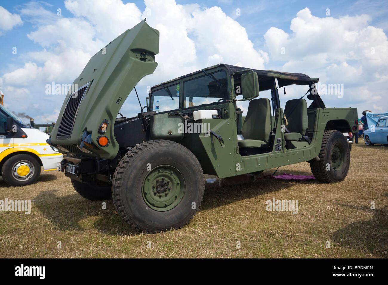 Vehículo Humvee militar en exhibición en el salón del automóvil en el REINO UNIDO Imagen De Stock