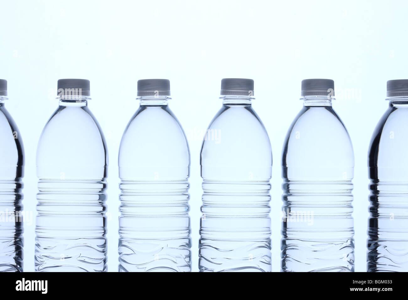 Botellas de agua en la fila Imagen De Stock