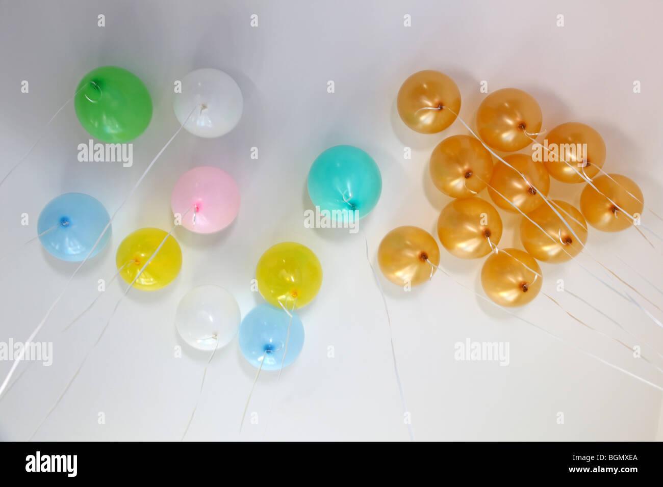 Globos de helio en el techo Imagen De Stock