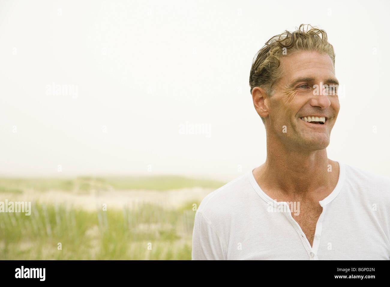 Close-up de un hombre maduro, sonriendo Imagen De Stock