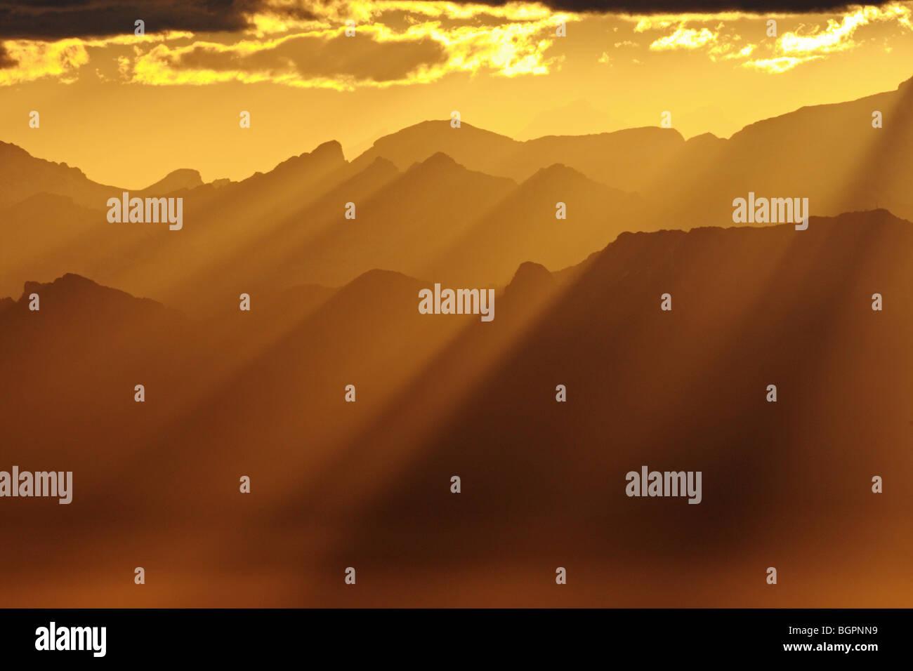 Amanecer en los Alpes. Suiza Foto de stock