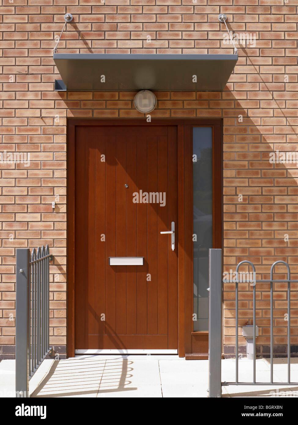 Puerta en el desarrollo de viviendas modernas, en el norte de Inglaterra Imagen De Stock