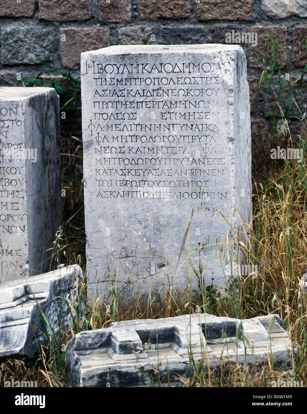 Piedra en griego, Pergamon, script de Bergama Turquía, Asia Imagen De Stock