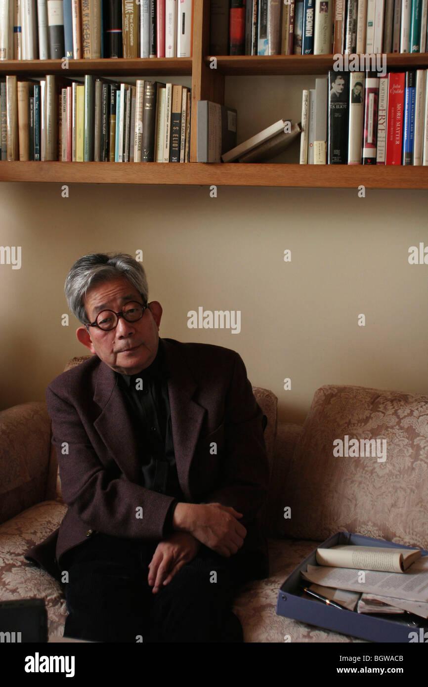 Kenzaburo Oe, autor japonés, ensayista, novelista. Nacido en 1935, ganador del Premio Nobel de Literatura de Imagen De Stock