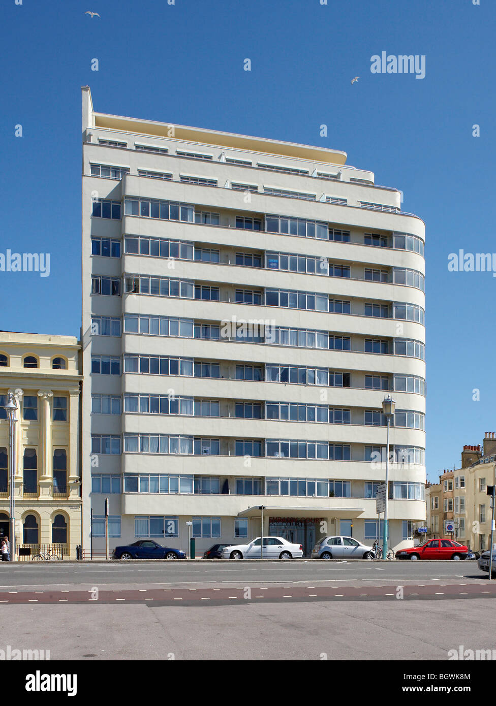 Corte de la EMBAJADA, Brighton, REINO UNIDO, WELLS COATES Foto de stock