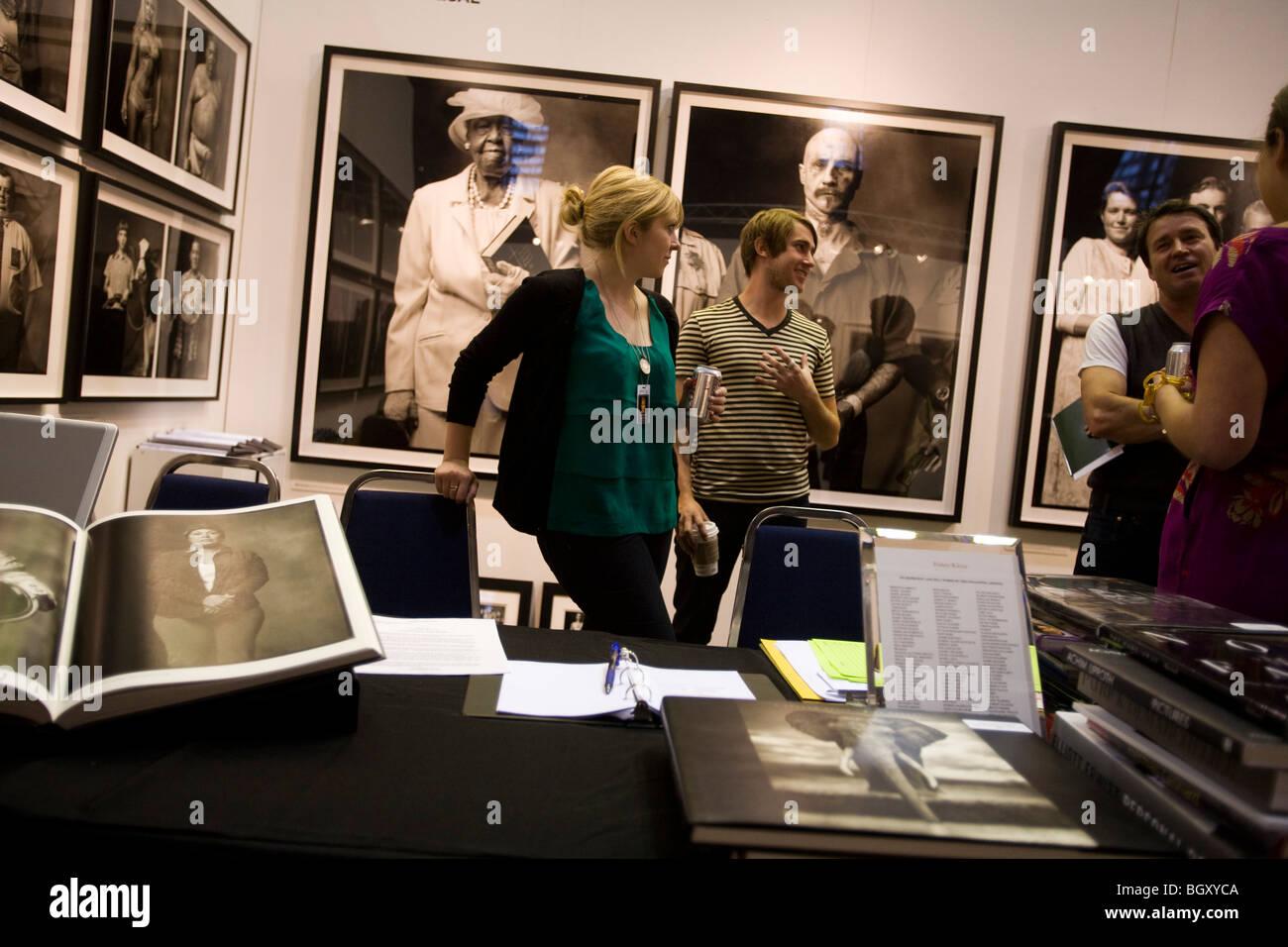 Expositor en la Foto 2010, una fotografía artística espectáculo en el Auditorio Cívico de Santa Mónica Foto de stock