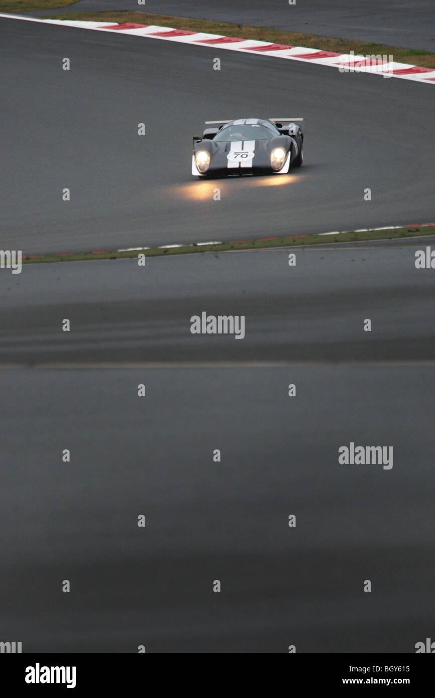 1969 Lola T70 MKIII B (propiedad de Le Mans Classic Japón Richard Mille patrocinador). Le Mans carrera de coches Imagen De Stock